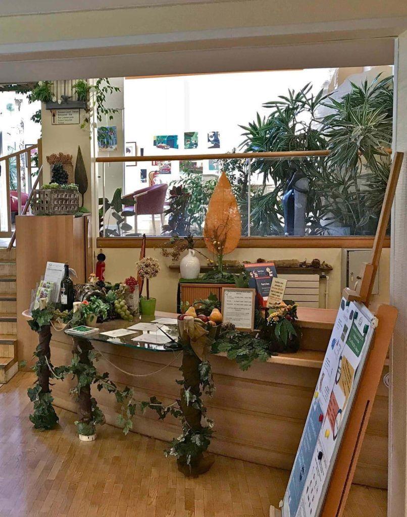Décoration florale d'un bureau du personnel de l'EHPAD Abbaye