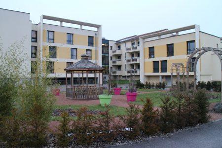 Façade arborée de l'EHPAD Le Home de Préville à Moulins-Lès-Metz